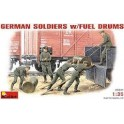 1/35 German Soldiers w/Fuel Drums